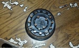vista posteriore del vaso di plastica dove faremo il foro per il porta lampada