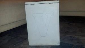 scritta love su scatola di legno