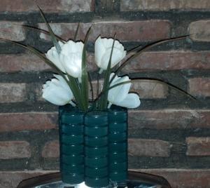 fare un vasetto porta penne con il riciclo dei tappi di plastica