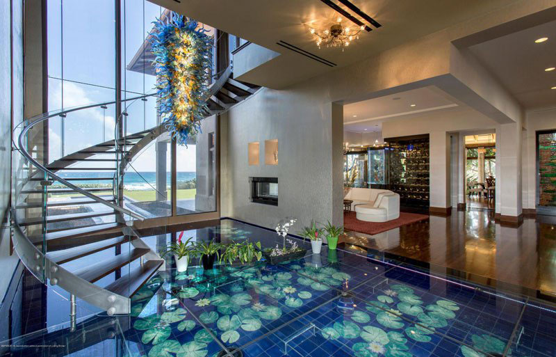 Exotic Mansion In Florida With Soothing Water Theme