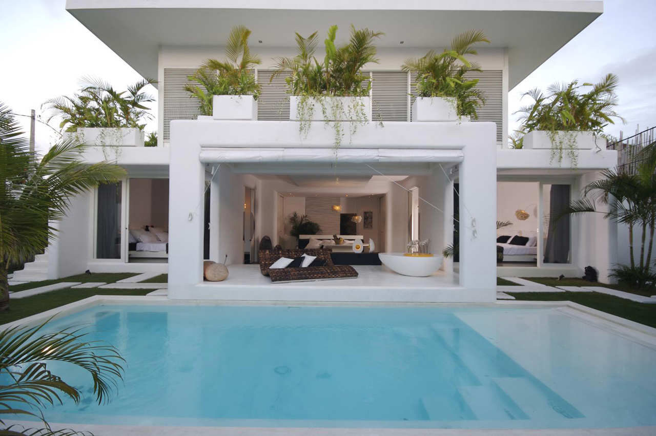 Contemporary Villa In Bali With Overlapping Functional