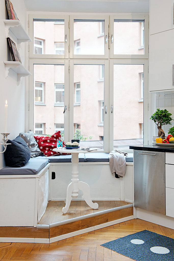 Cozy Kitchen Design With Practical Seating Bench