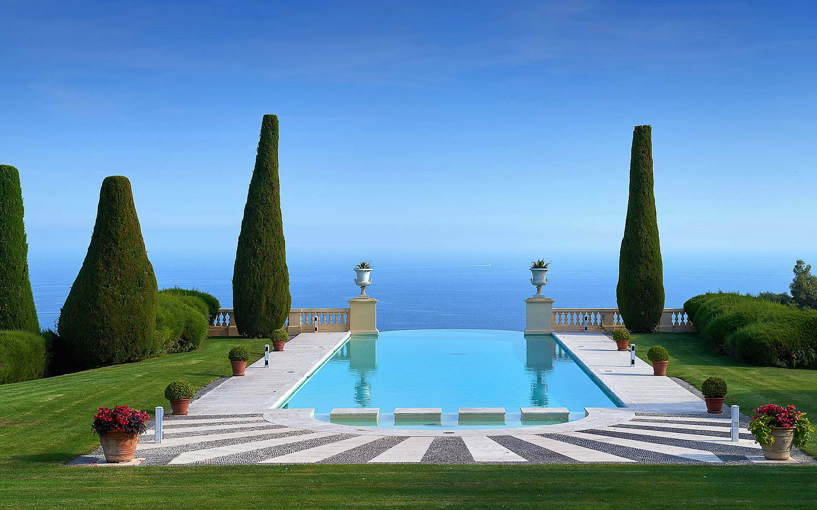 Legendary Mansion On The French Riviera With Neo Palladian