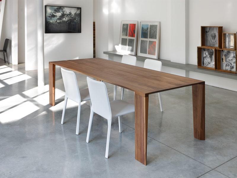 table en bois massif pour une cuisine