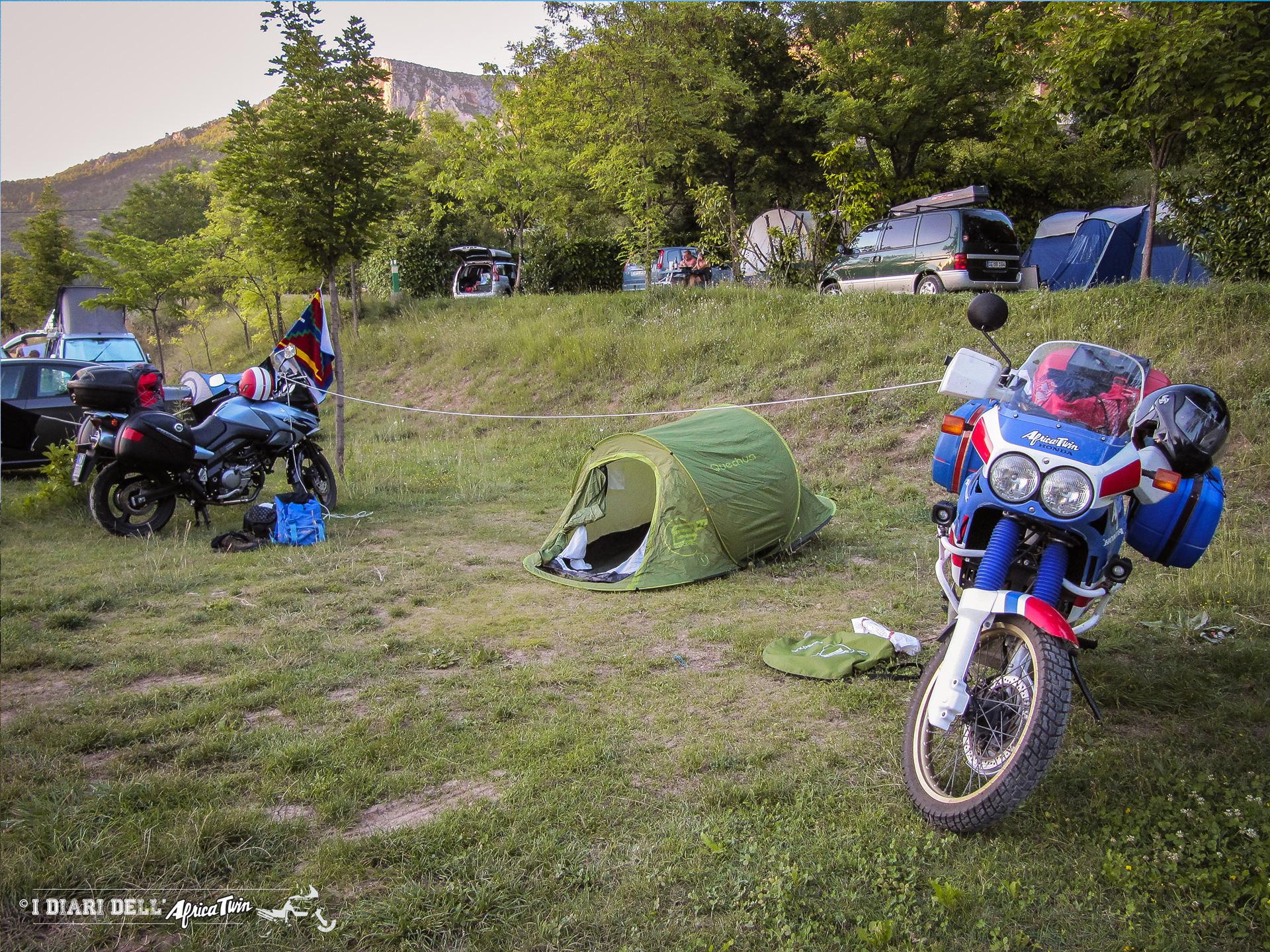 tenda da campeggio per i viaggi in moto