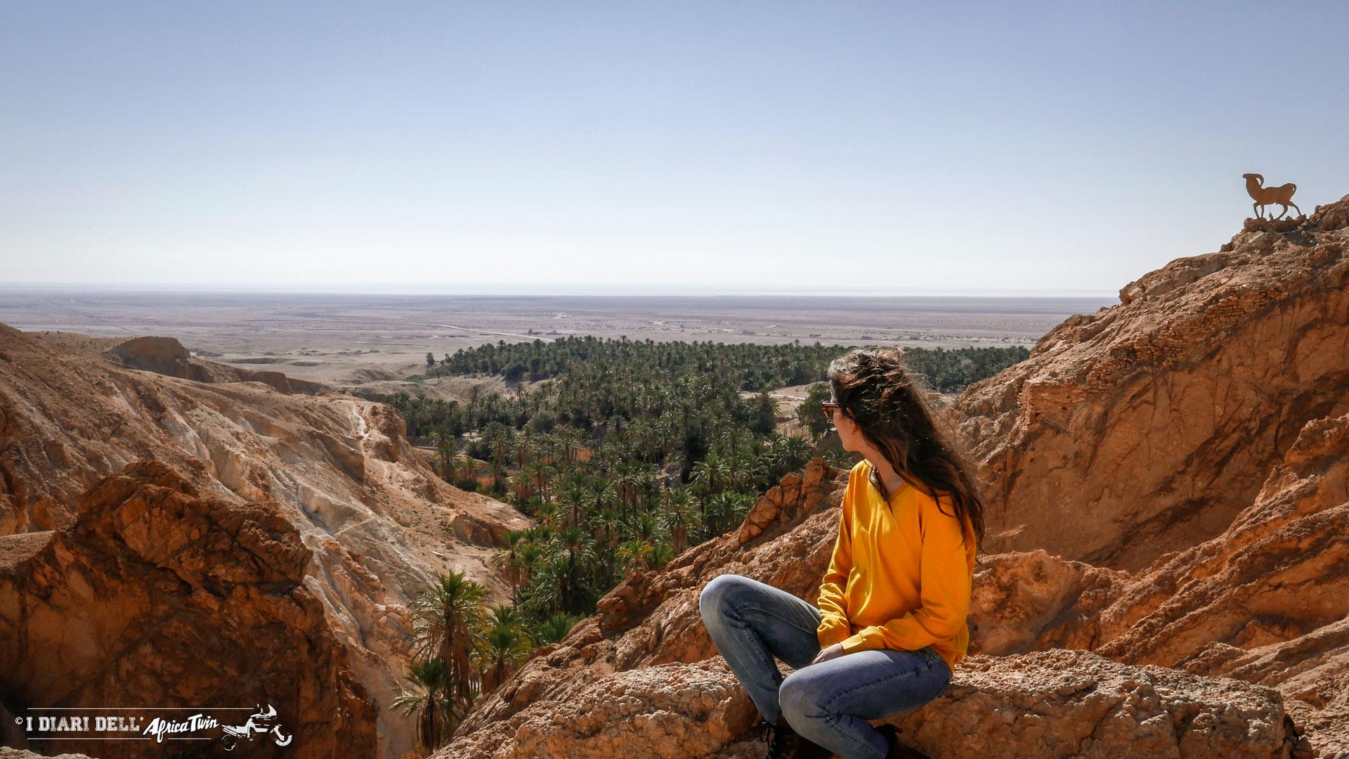 Chebika_tunisia_in_moto_oasi_montagna