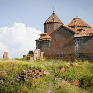 georgia-armenia-in-moto-monastero-Hayravank-1