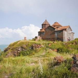 georgia-armenia-in-moto-monastero-Hayravank-2