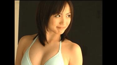 無【天野莉絵】-カップ グラビア撮影風景と水色ビキニと笑顔