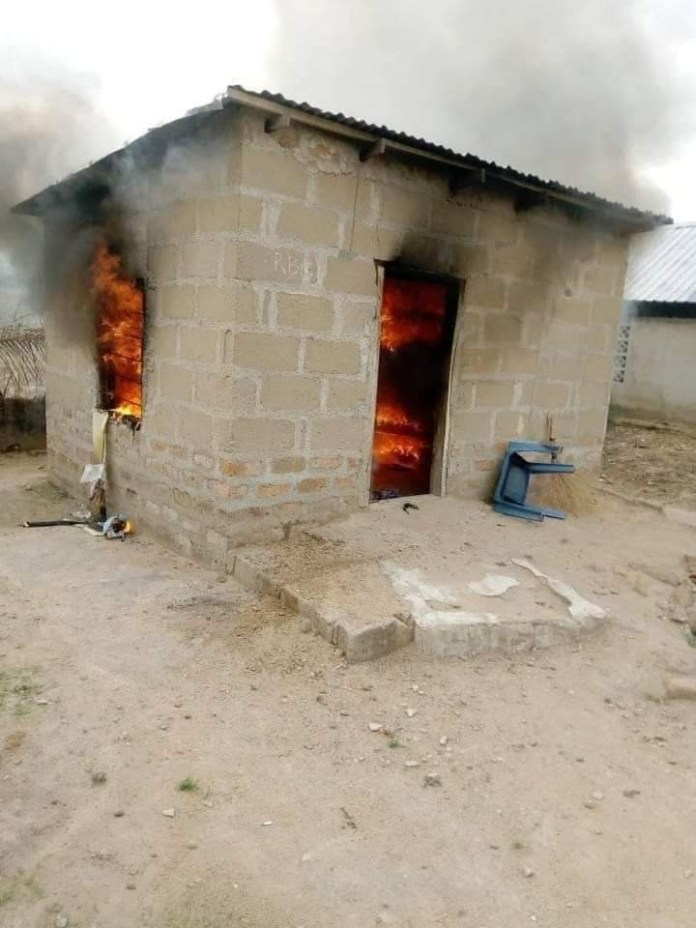 Breaking : 29-year-old Lady Set lover's House Ablaze After Quarrel ( Photos )