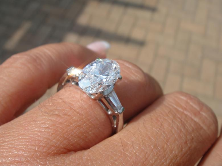 200 PLAT OVAL Diamond Solitaire Ring With Baguettes 1