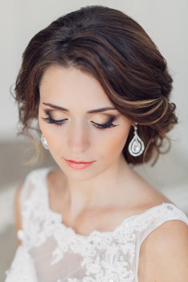 light smokey eye wedding makeup look