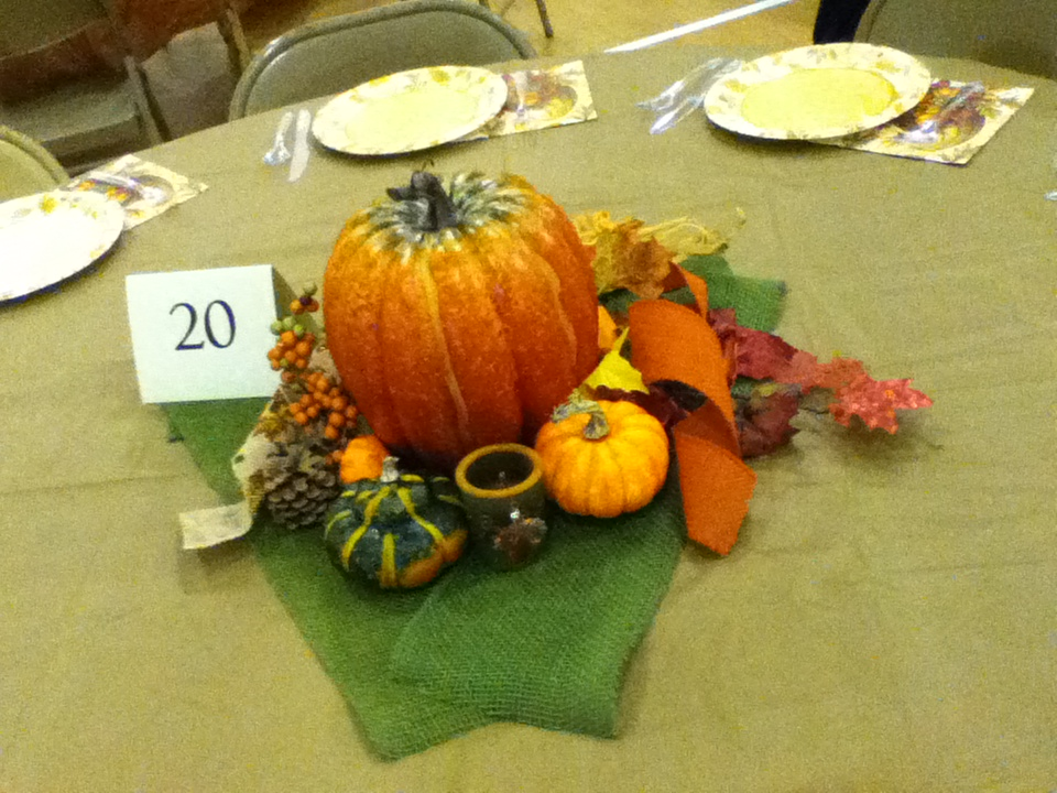 Thanksgiving table decorations 001
