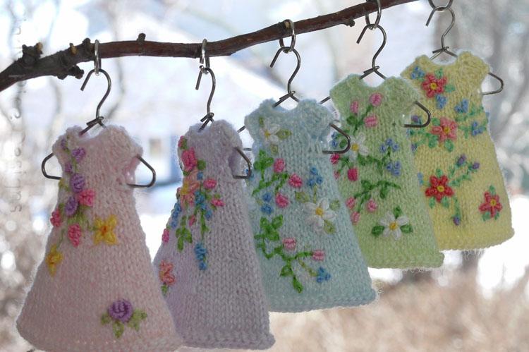 Blog cindy Rice 5 tiny dresses on hangers