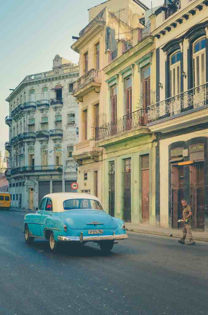 How to travel to Cuba as an American - legally! A picture of a car from the 1950's in Cuba.