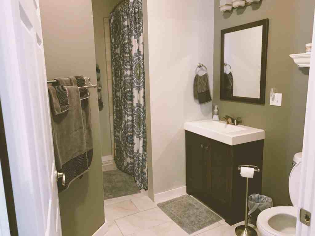 The bathroom at Comfy Corner Bed & Breakfast in Audubon, Iowa