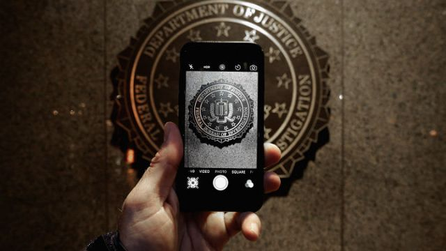 Apple seeks delay in New York iPhone case until DOJ's next move in San Bernardino