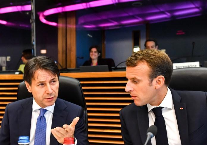 Εμανουέλ Μακρόν και Τζουζέπε Κόντι στη σύνοδο Κορυφής -Φωτογραφία: EPA/Geert Vanden Wijngaert / POOL