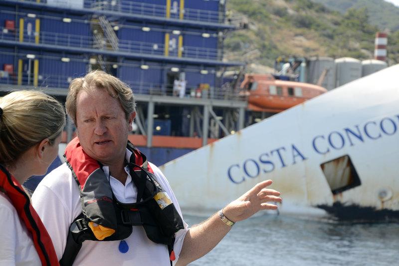 O Nικ Σλόουν επέβλεψε την ανέλκυση του ναυαγίου του Costa Concordia στις ιταλικές ακτές (Φωτογραφία: ΑΡ)