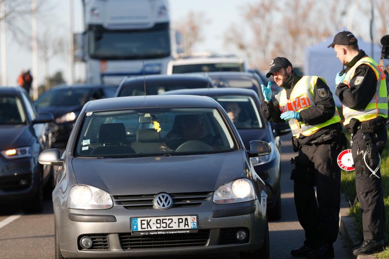 Η Γερμανία  έκλεισε χθες τα σύνορά της με την Γαλλία, την Αυστρία, το Λουξεμβούργο, τη Δανία και την Ελβετία.