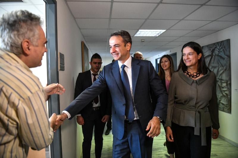 Τους υπαλλήλους του υπουργείου Παιδείας χαιρέτησε ο πρωθυπουργός