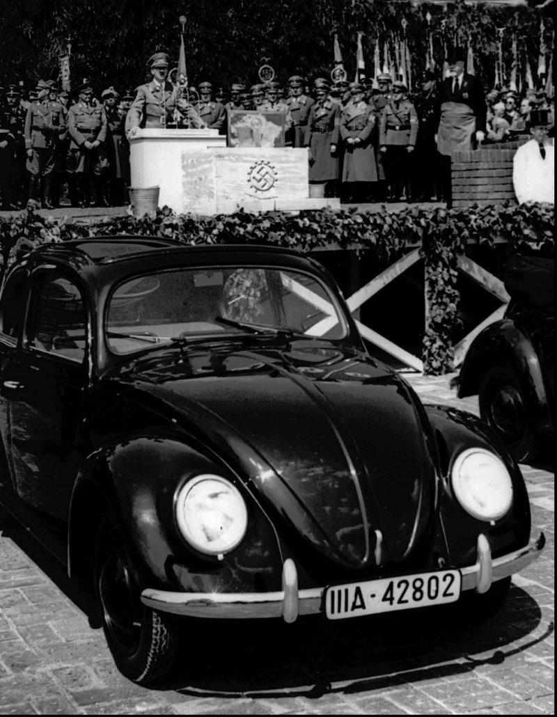 Ο Χίτλερ μιλά στις 26 Μαΐου 1938 στα εγκαίνια του εργοστασίου Volkswagen στην Κάτω Σαξωνία