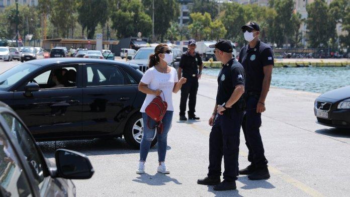 Έλεγχοι των Αρχών σε επιβάτες στο λιμάνι του Πειραιά το Σάββατο 1 Αυγούστου