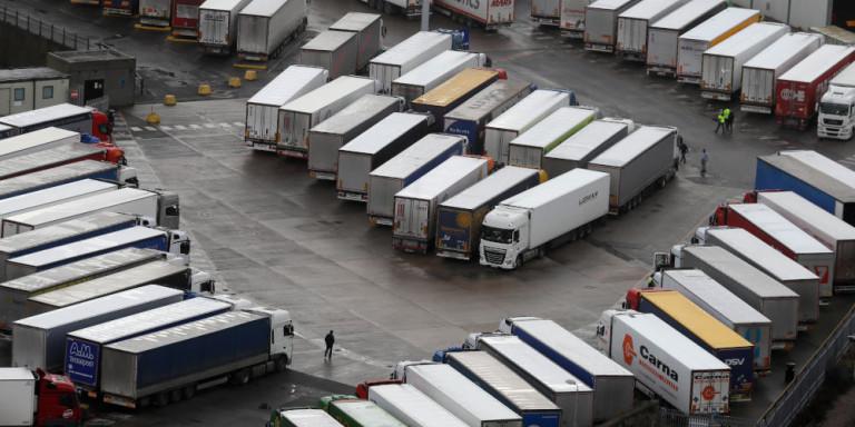 Φορτηγά σε τεράστιες ουρές στα σύνορα της Βρετανίας με τη Γαλλία