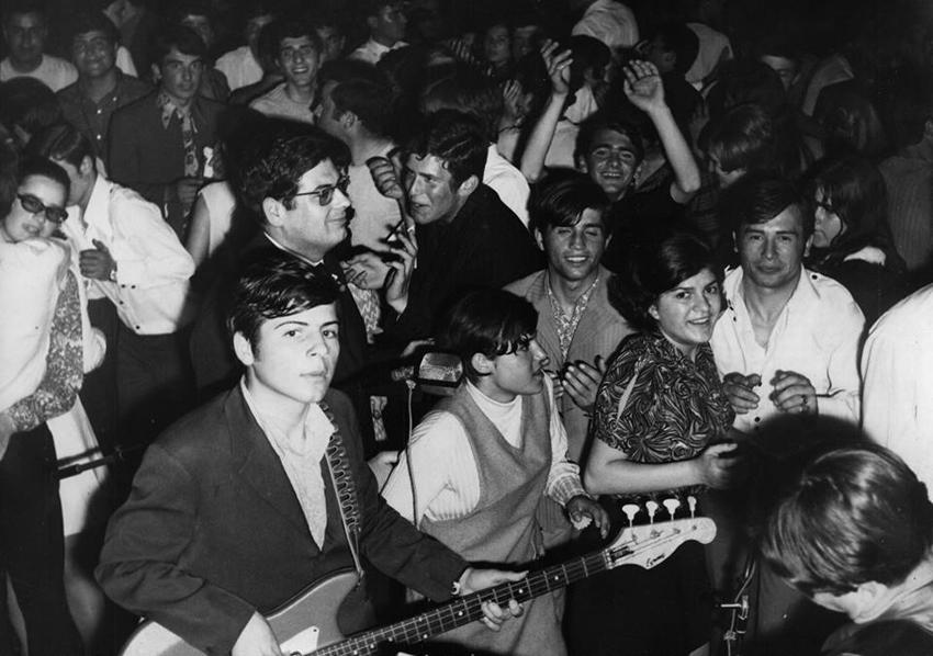 Χορός γιεγιέδων στη Θεσσαλονίκη. Αρχείο Γιάννη Νέγρη (1966)