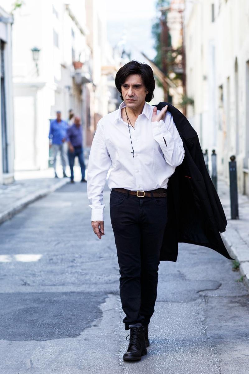 Ο Αλέξης Σταμάτης σε δρόμο της Αθήνας