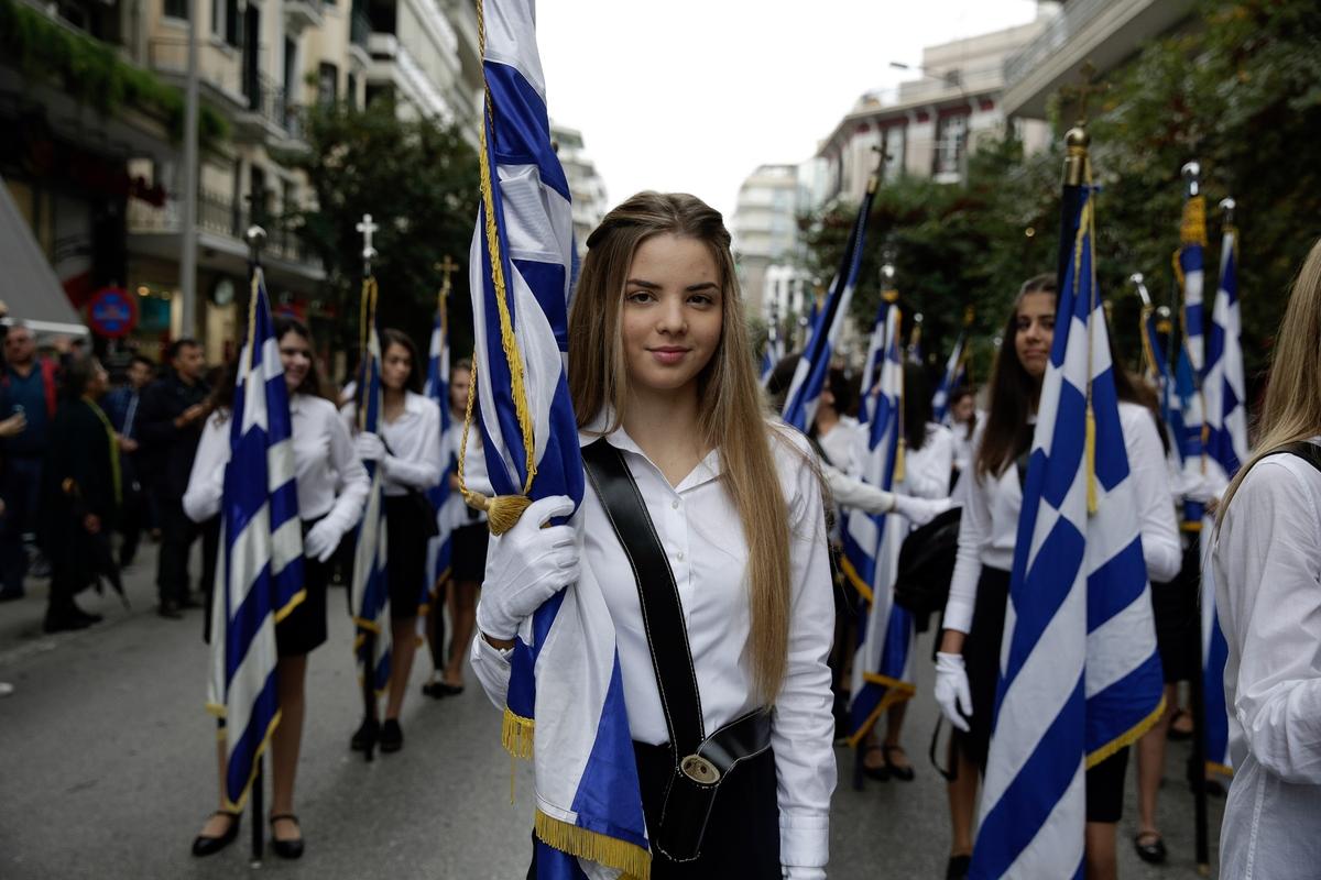 Αποτέλεσμα εικόνας για ομορφη κοπέλα σημαιοφόρος