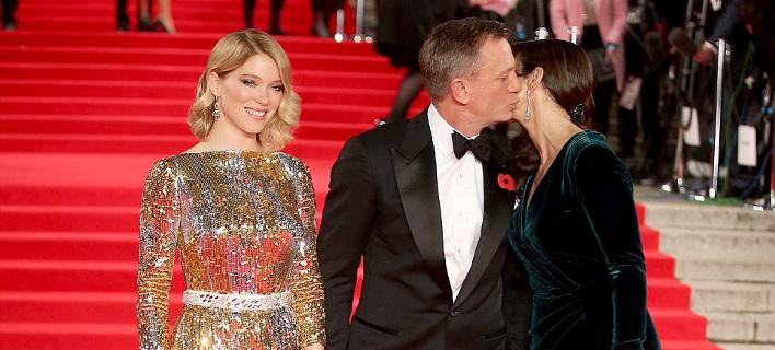 Ο Τζέιμς Μποντ και τα κορίτσια του -Οι εντυπωσιακές κυρίες της πρεμιέρας και το παθιασμένο φιλί [εικόνες]