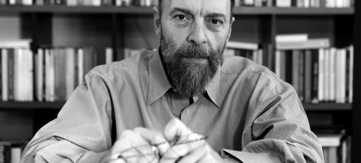 Ο Γιάννης Βλαστάρης παρουσιάζει το Λεξικό Χωρίς Γραβάτα -Μία έκδοση για την επικοινωνιακή βαβέλ