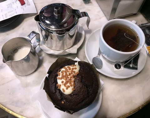 4 Days In Barcelona - Top Things To Do- Coffe shop and cake