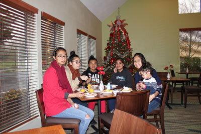 Jayjay, Lynn, Angel, Ksan, Sisi and Rosie during breakfast.