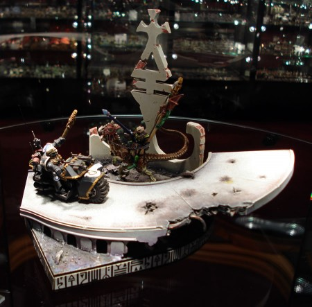 Space Marine on a bike versus an Eldar Exodite on a lizard