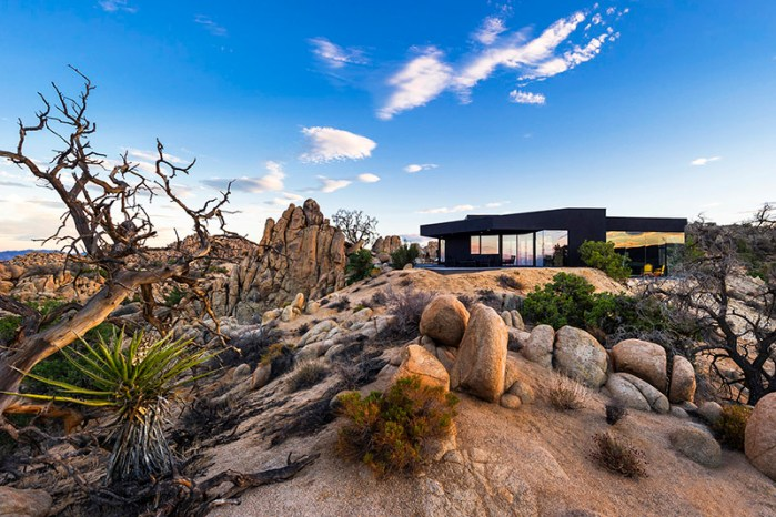yucca valley The Black Desert House by Marc Atlan