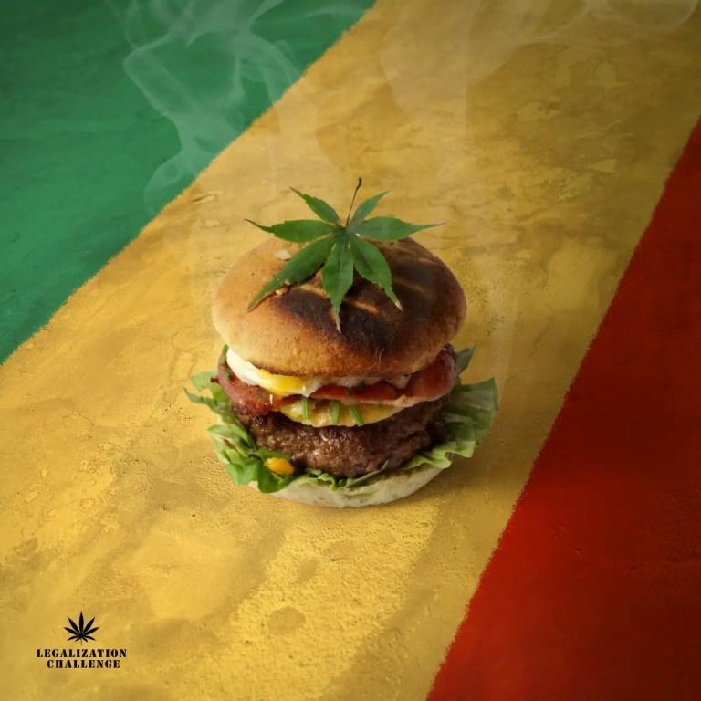 Beuh-rger. Buns de cannabis. Steak so high. Feuilles de salade roulées. Bacon fumé. Œuf pochon. MunCheese de Savoie. Ciboulette de shit