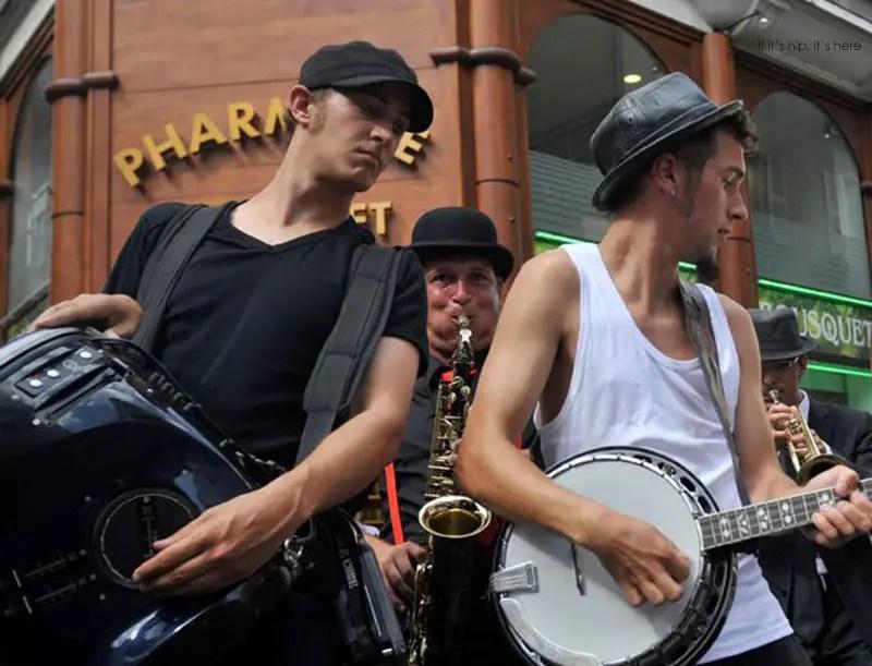 Scratchophone-Jazz-Combo-on street