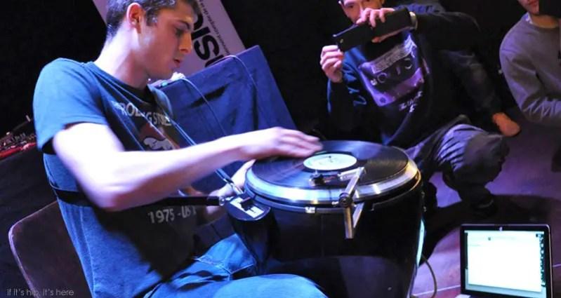 Scratchophone in use