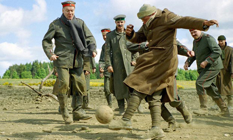 Sainsbury's Uses 'The Christmas Truce' To Sell Emotion & Chocolate This Holiday. - if it's hip ...