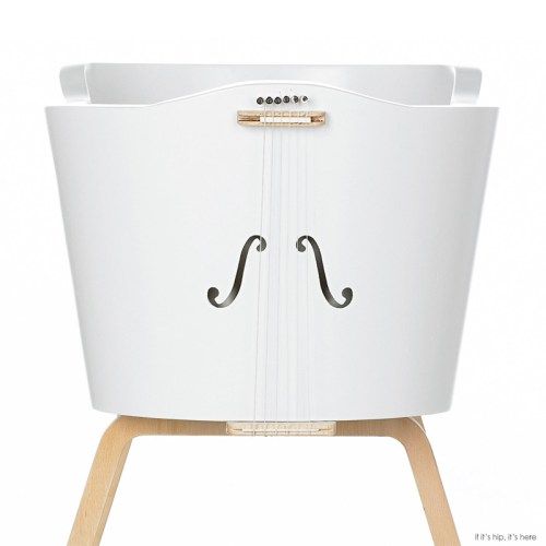 Read more about the article The Womby Rocking Cradle Reproduces A Mother's Heartbeat and Voice Vibrations.