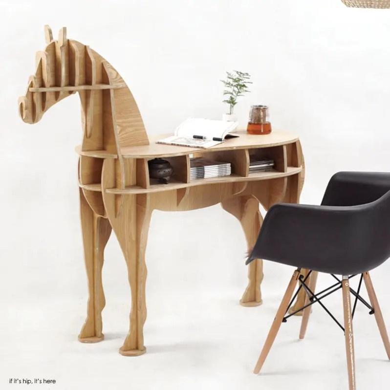 Horse desk IIHIH