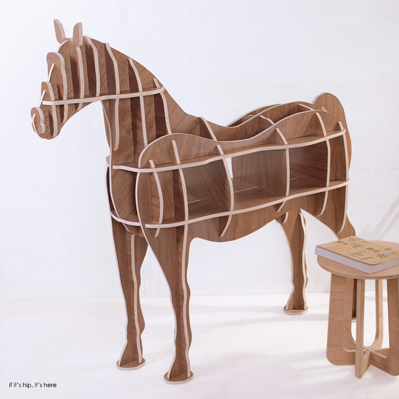 Horse shelving IIHIH