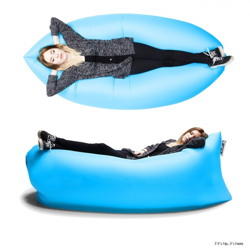 Read more about the article The Lamzac Hangout Inflatable Lounge is Selling Like Pannenkoeken!