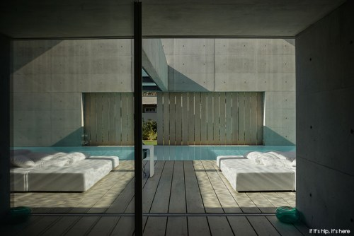 Read more about the article Paradise Is The Wall House in Portugal With Two Perpendicular Pools