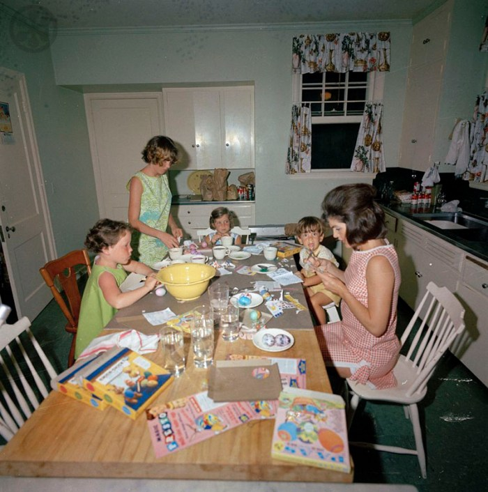 The Kennedy family dying Easter Eggs in Palm Beach, 1963, photo: Cecil Stoughton.