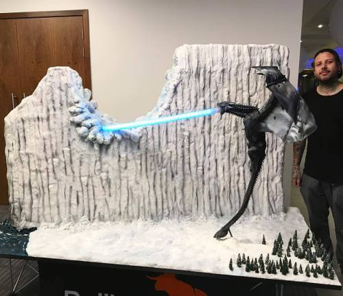 Read more about the article Tattooed Bakers Game of Thrones Cake Is Deliciously Mind-Blowing