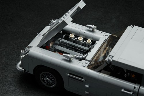 Read more about the article The LEGO James Bond Aston Martin DB5 Has Arrived