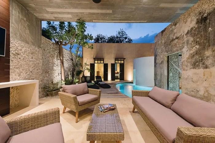 casa xolotl courtyard3